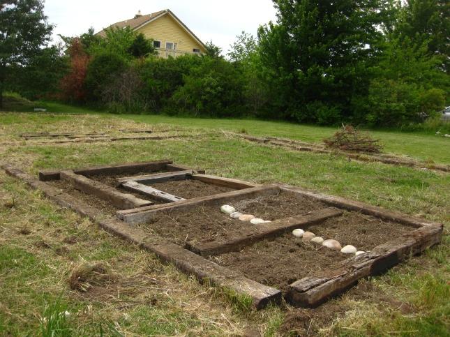 DIY Raised Bed Gardening Plans Hillside PDF Download make ...